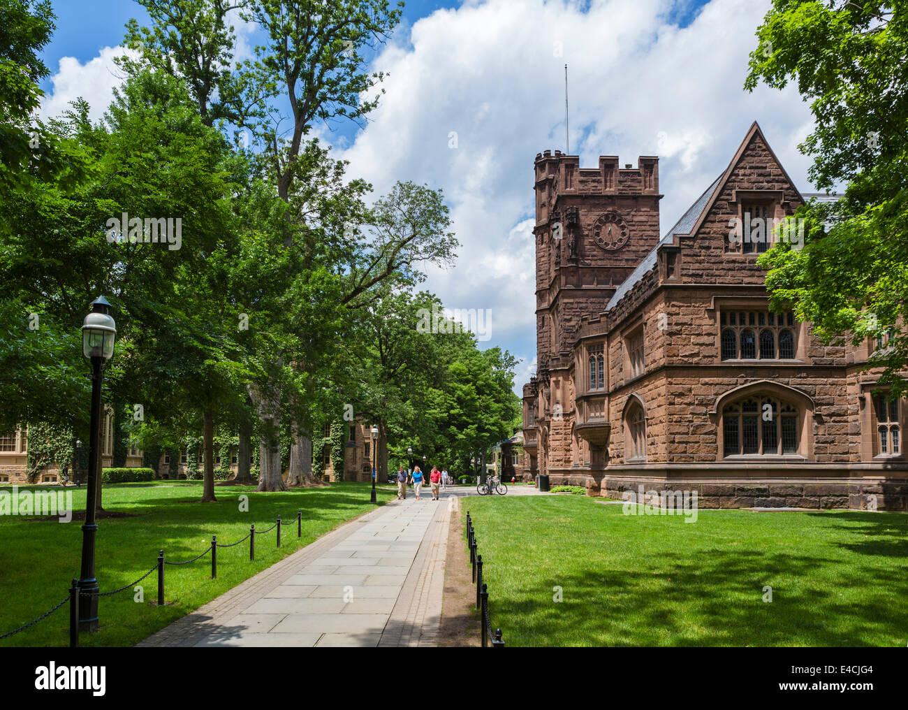 Cañón Verde en la Universidad de Princeton con East Pyne hacia la derecha, de Princeton, Nueva Jersey, Imagen De Stock