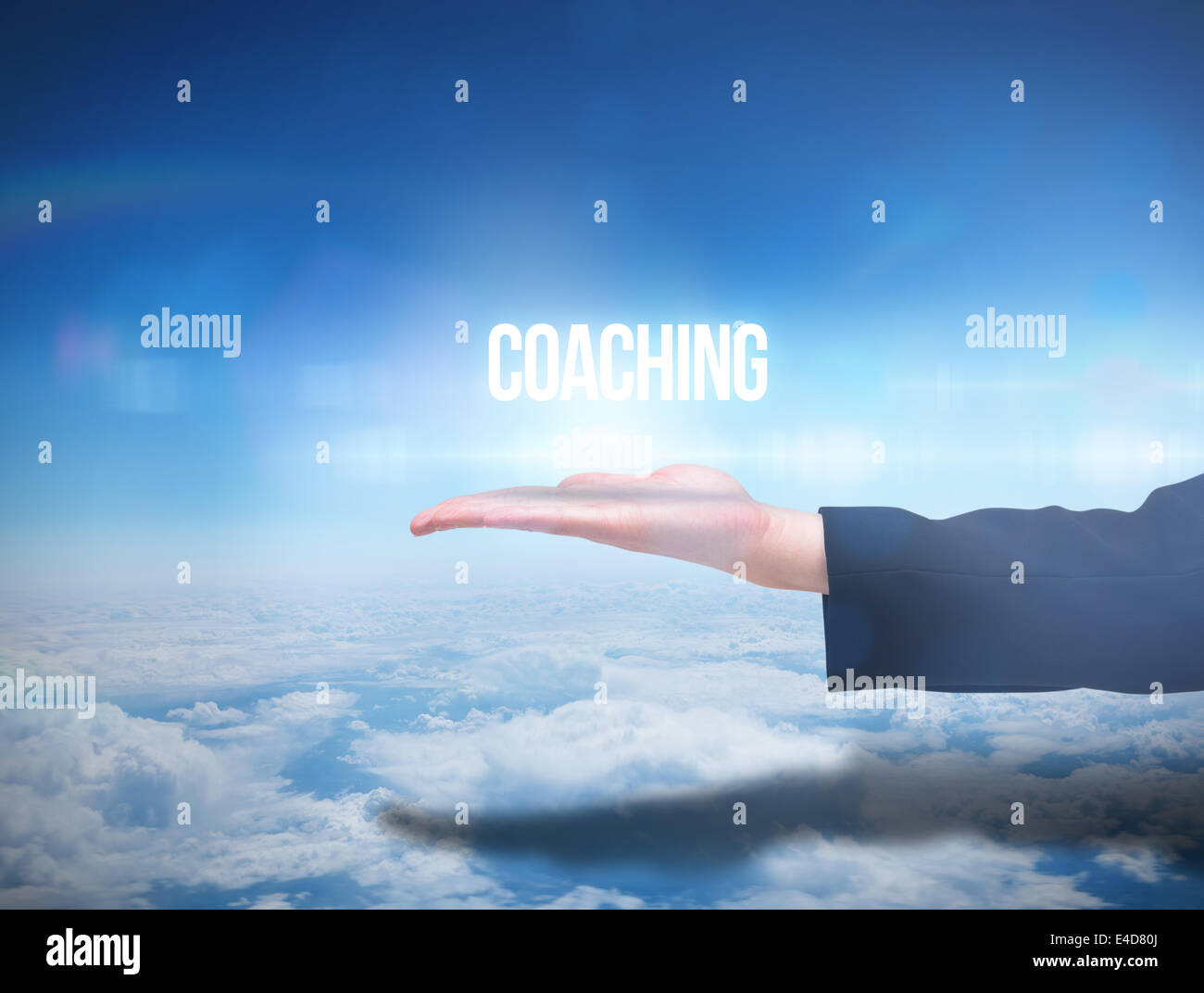 Mano Businesswomans presentar la palabra coaching Imagen De Stock