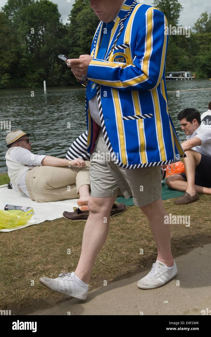Henley on Thames REINO UNIDO. Un Englishmans patas blancas en pantalones cortos. HOMER SYKES Imagen De Stock