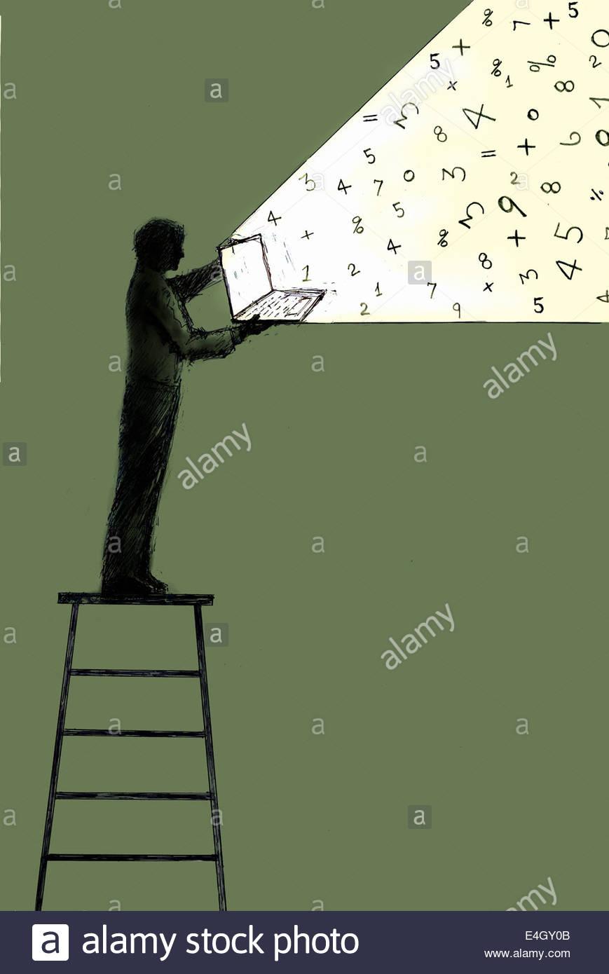 Secuencias de números de laptop abierta celebrada por el hombre de pie en la parte superior de la escalera Imagen De Stock