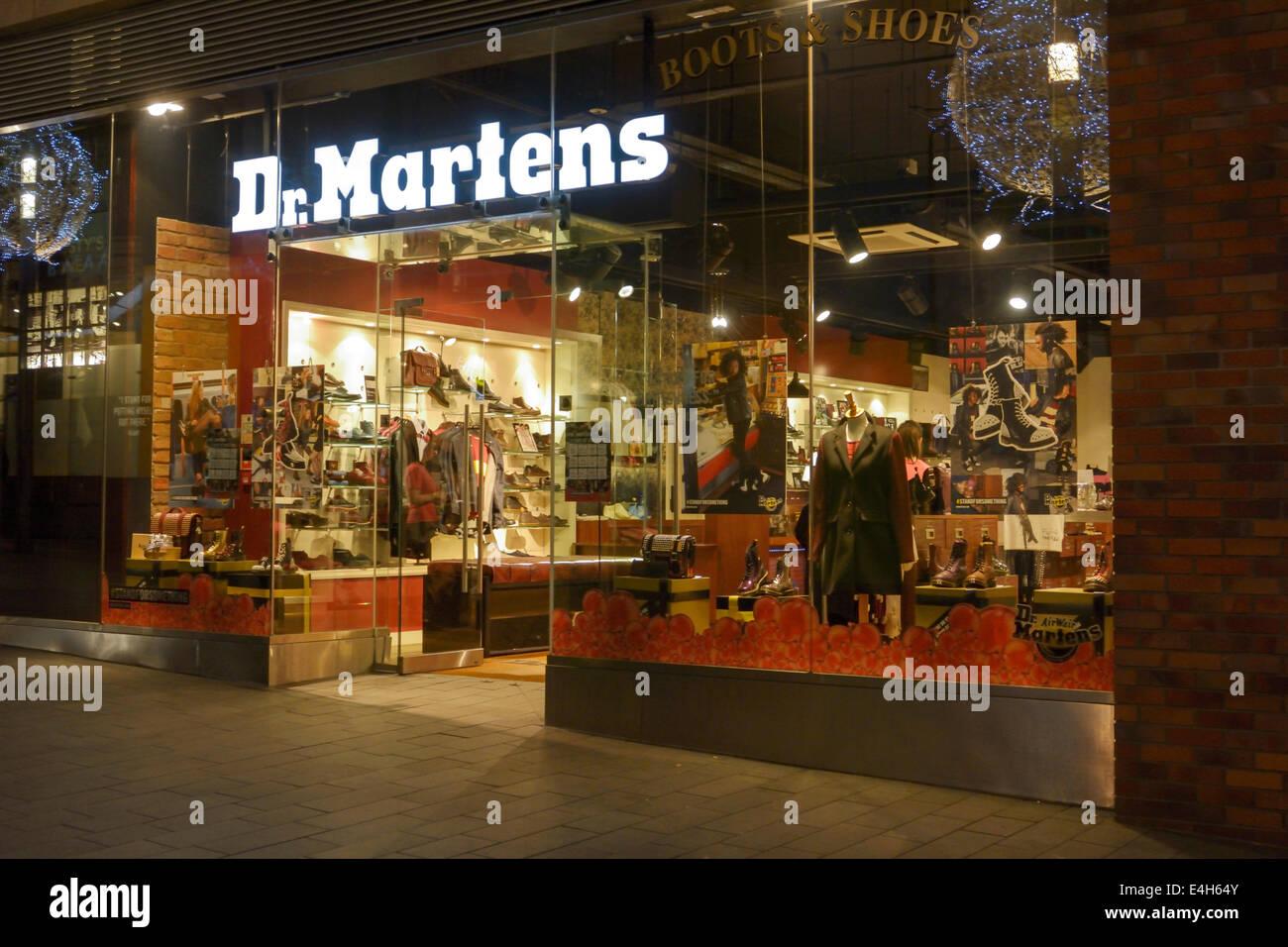 09779e3ae5e Dr. Martens zapatería de Liverpool, Inglaterra Foto & Imagen De ...
