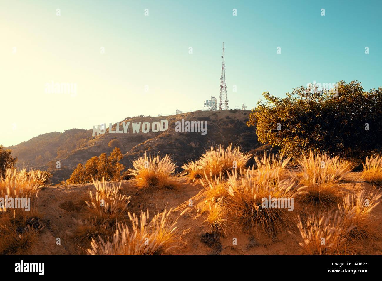 Los Angeles, CA - 18 de mayo: cartel de Hollywood en la montaña el 18 de mayo de 2014 en Los Ángeles. Imagen De Stock