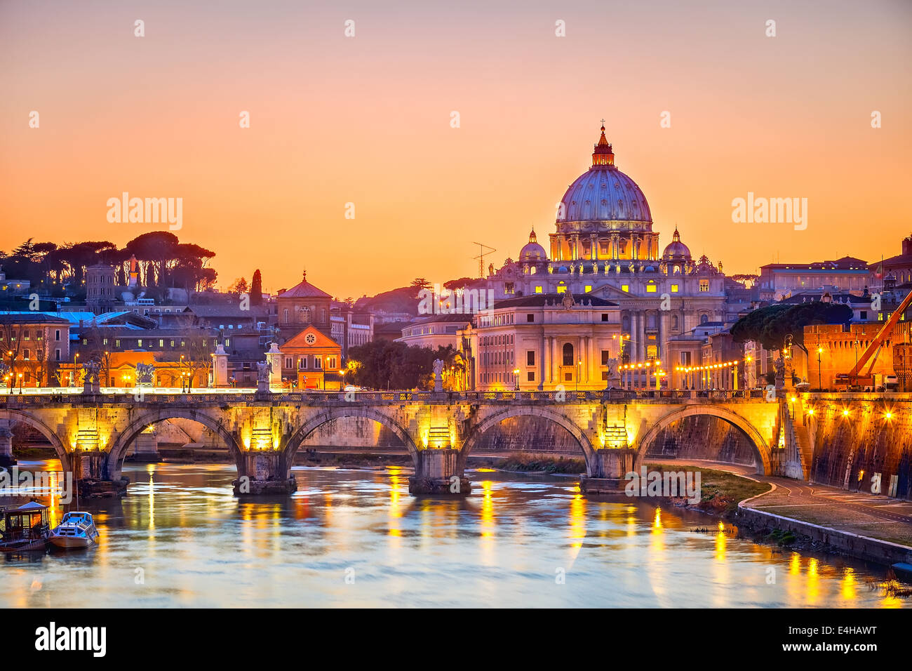 La catedral de San Pedro en la noche, Roma Imagen De Stock