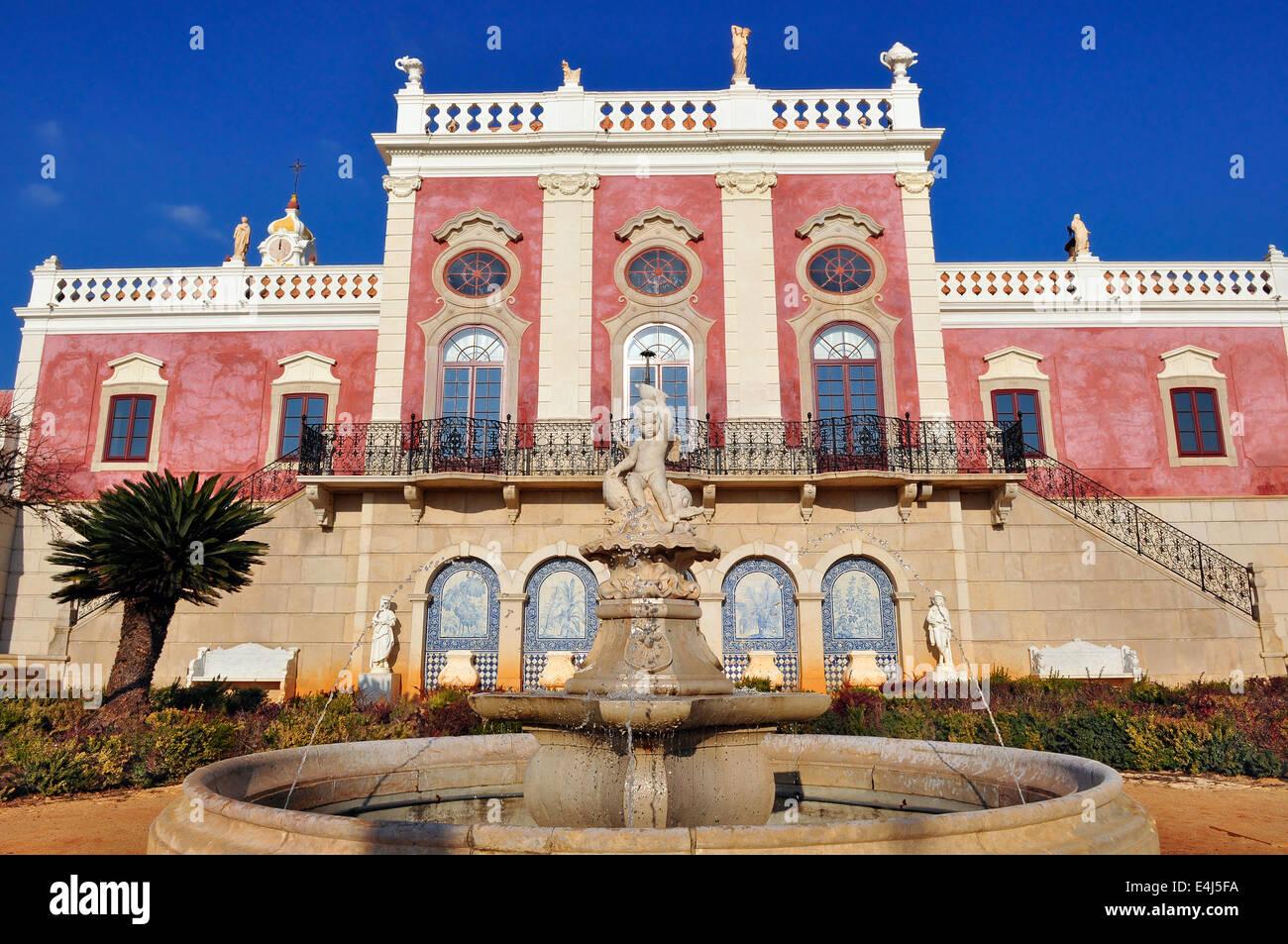 Estoi - Enero 28: Estoi Palace fue construido a finales del siglo XIX y es el mejor ejemplo de la arquitectura rococó Imagen De Stock
