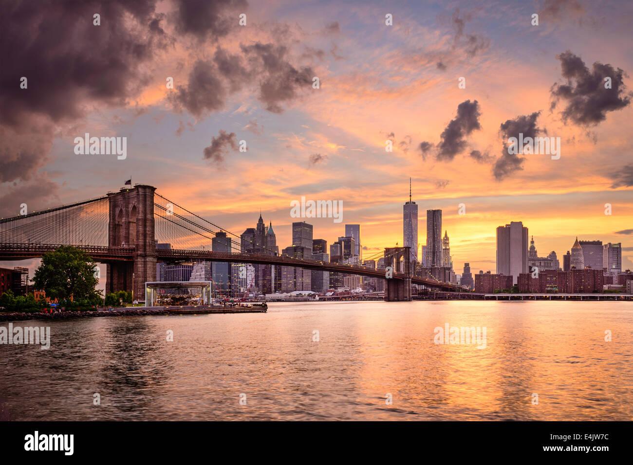 La Ciudad de Nueva York, EE.UU skyline al atardecer. Imagen De Stock