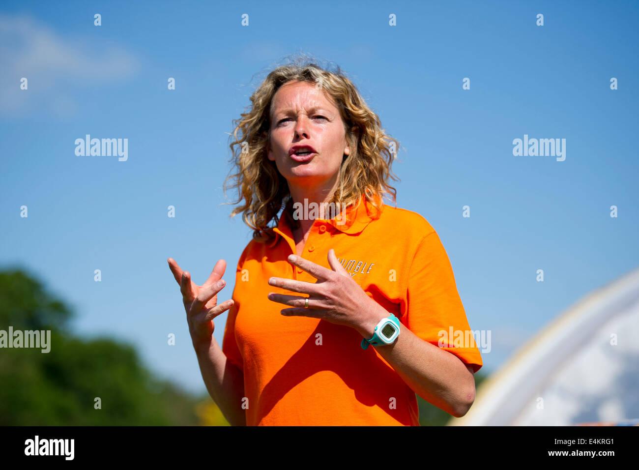 BBC Wildlife y la ciencia, el presentador de televisión Kate humilde. Imagen De Stock