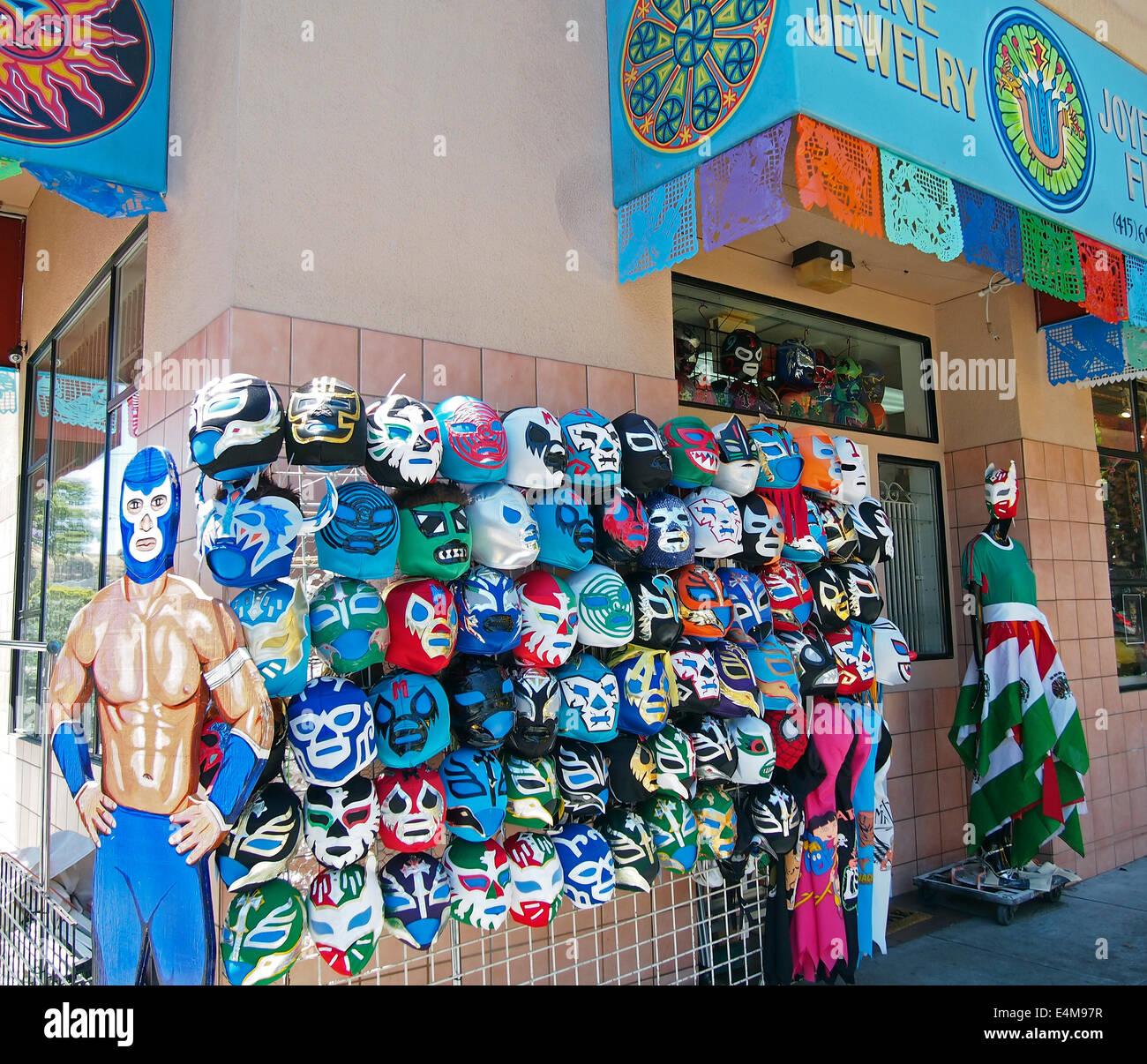 Máscaras de lucha libre mexicana para la venta, el Distrito Misión, San Francisco. Imagen De Stock