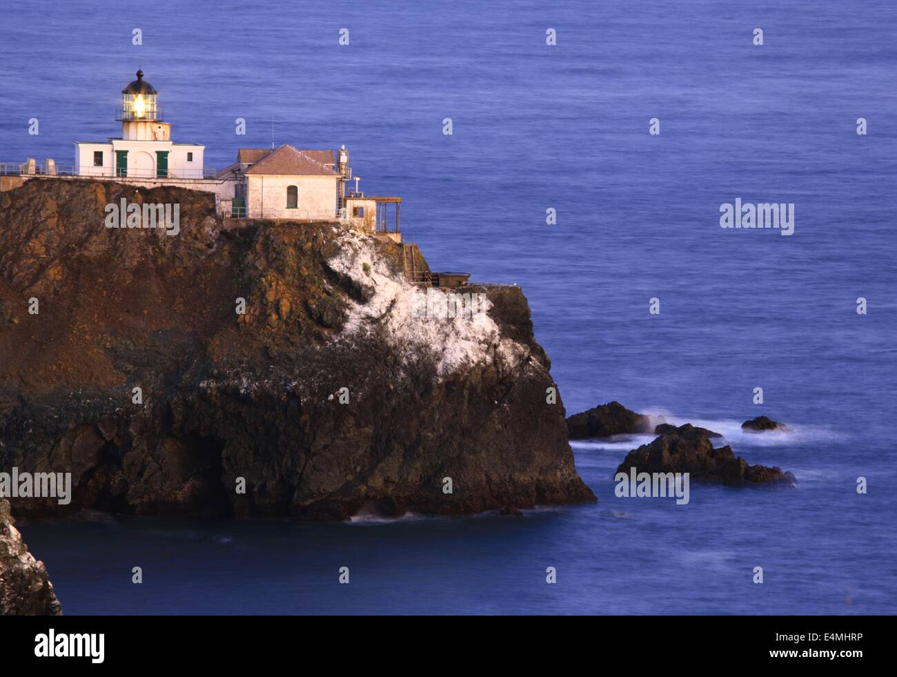 Faro de Punta Bonita en el Golden Gate National Recreation Area, cerca de San Francisco, California Imagen De Stock