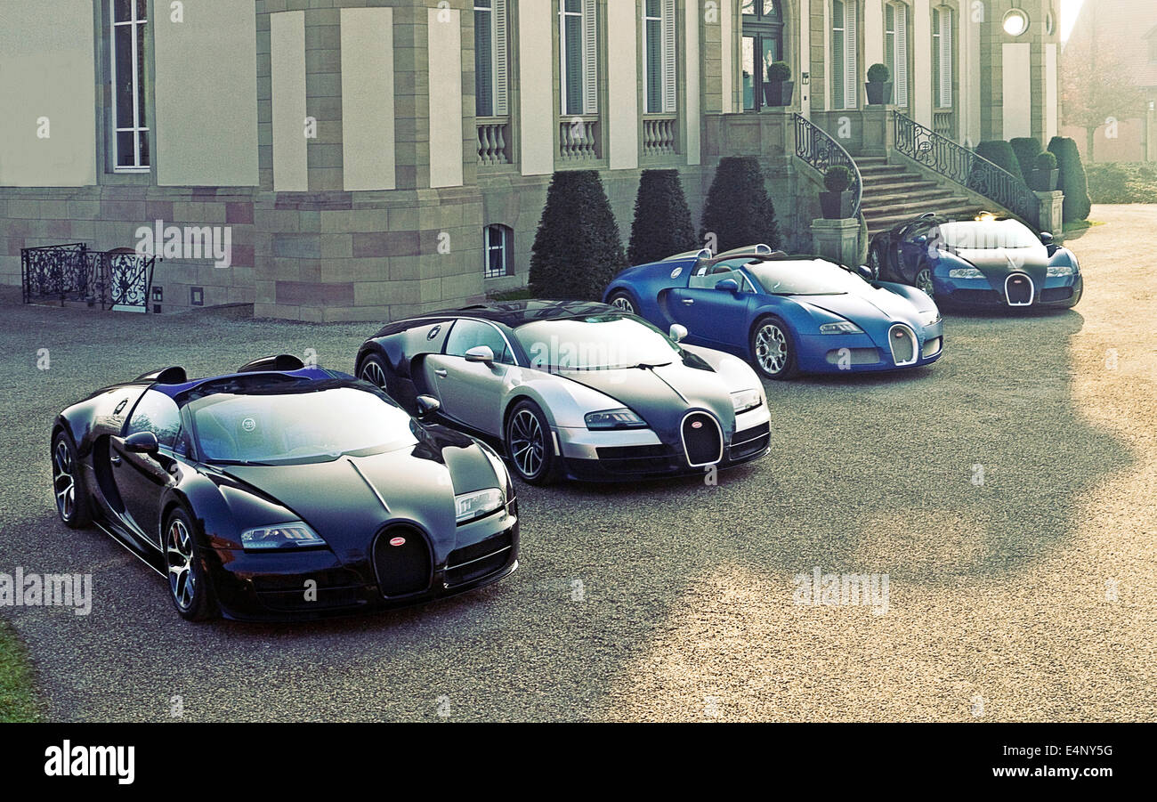 Un grupo de las distintas versiones de Bugatti Veyrons estacionados fuera de Chateau Bugatti Molsheim, Francia Imagen De Stock