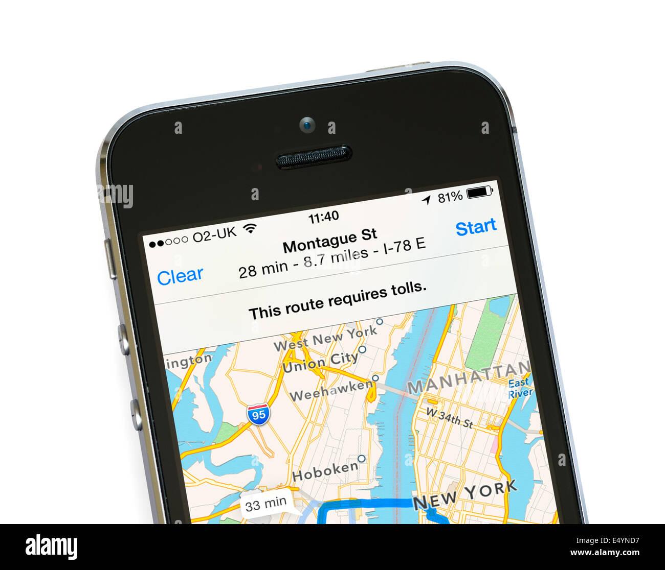 7ece6b0e334 Utilizando los mapas de Apple app del iPhone 5S, EE.UU. Imagen De
