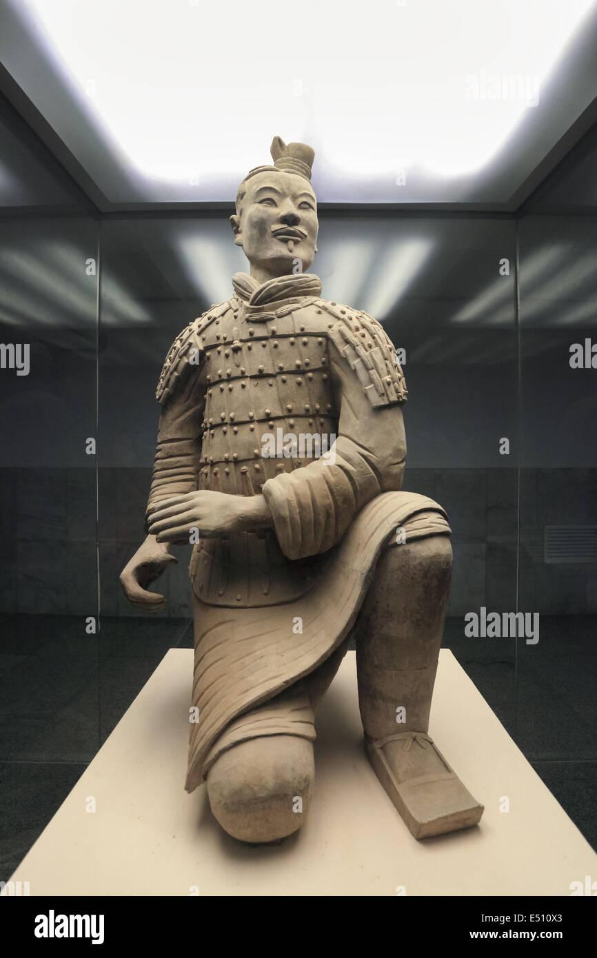 Arrodillado arquero de los guerreros de terracota Imagen De Stock