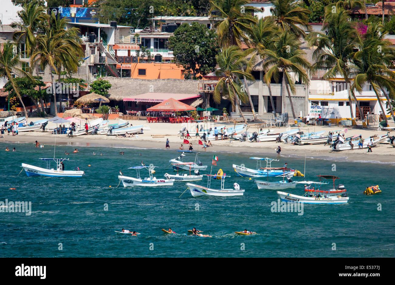 Puerto escondido imgenes de stock puerto escondido fotos de stock la playa principal de puerto escondido oaxaca forrado con botes de pesca mxico thecheapjerseys Gallery