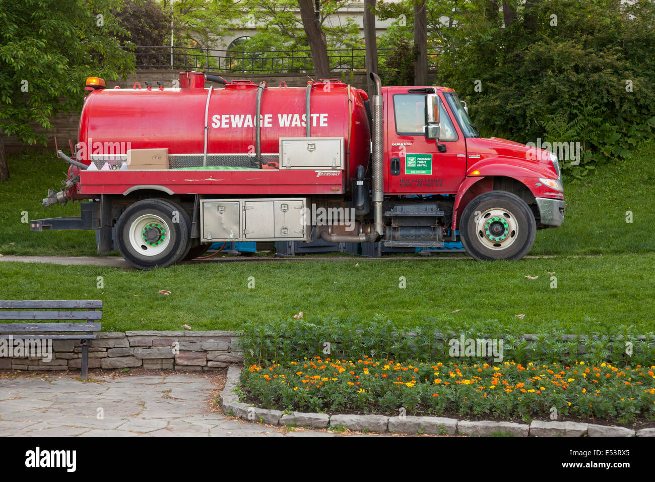 Un camión de desechos cloacales en el 'Sonido de Music Festival' en el Spencer Smith Park en la ciudad Imagen De Stock