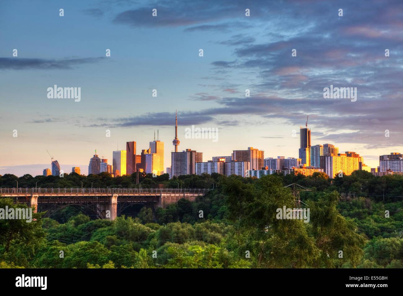 Toronto, Ontario, Canadá, el paisaje urbano al atardecer Imagen De Stock