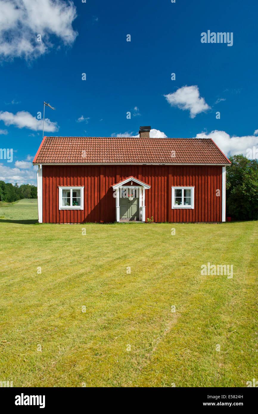 Casa Colorada Ueaa rojo, Smaland, Suecia Foto de stock