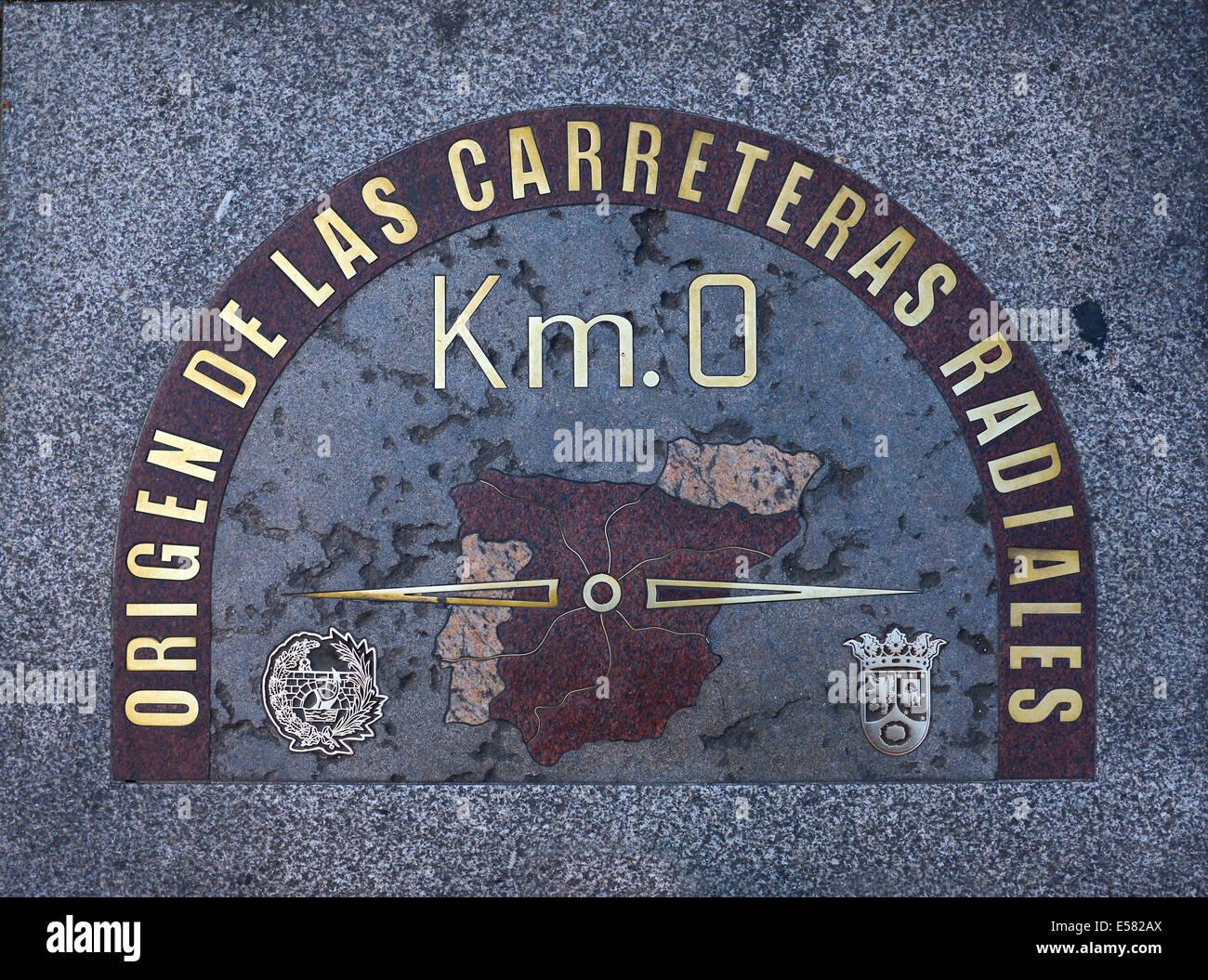 RONDA 7.12 DEL ESPAÑOL CONCURSO DE MICRORRELATOS DE FOROAZKENA... gala a las 22:30 h, GORA ESPAÑA!!! - Página 6 El-kilometro-cero-punto-cero-la-plaza-puerta-del-sol-madrid-espana-e582ax