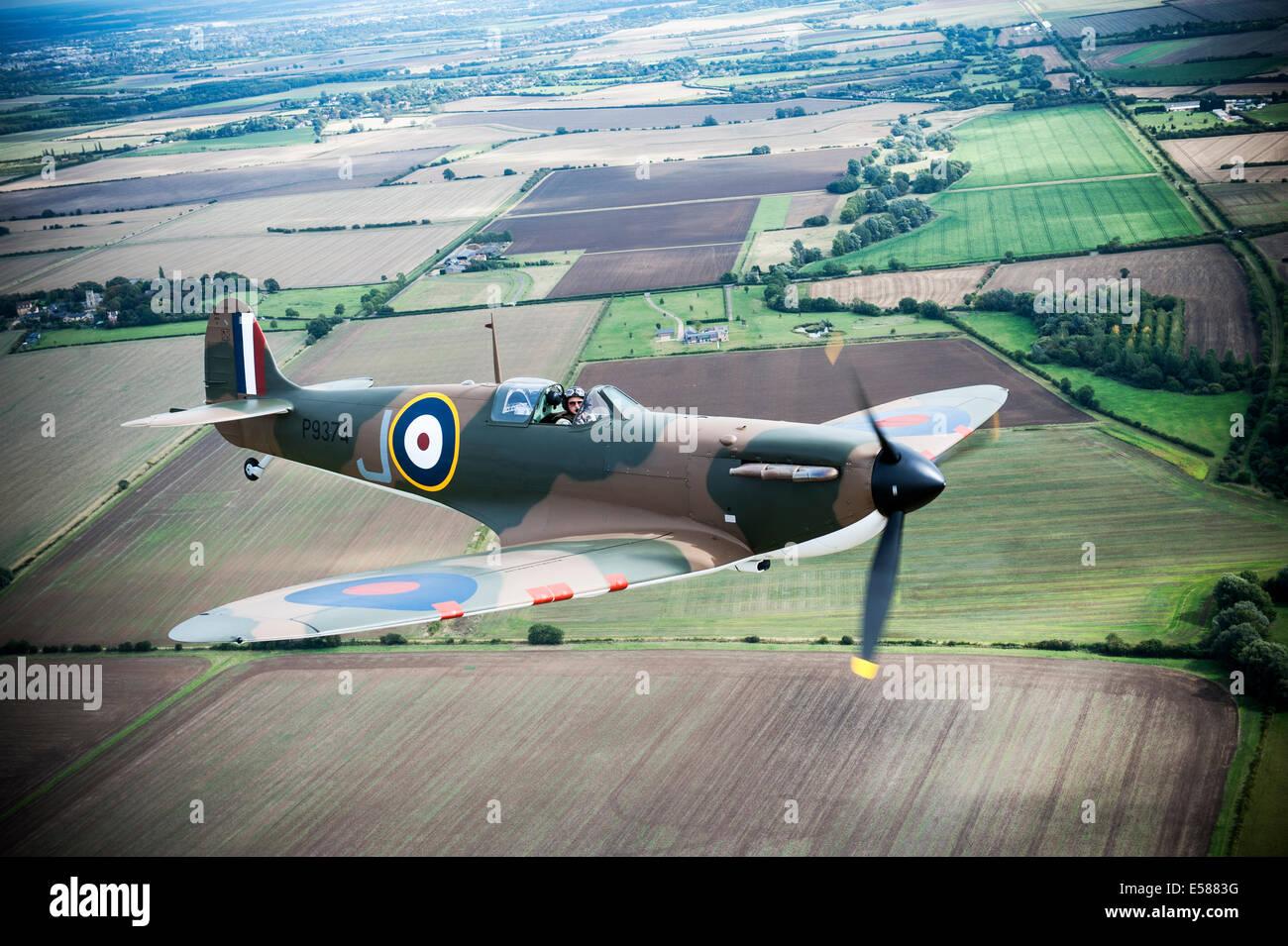 Supermarine Spitfire Mk1 P9374 a volar nuevamente después de ser restaurado.El Spitfire fue derribado en Calais Foto de stock