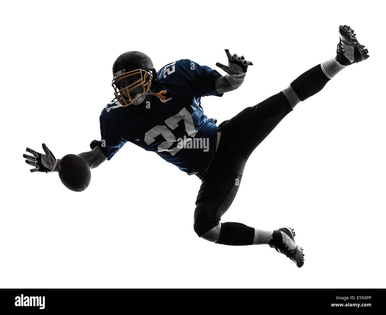 Un jugador de fútbol americano hombre cogiendo recibiendo en silueta studio aislado sobre fondo blanco. Imagen De Stock