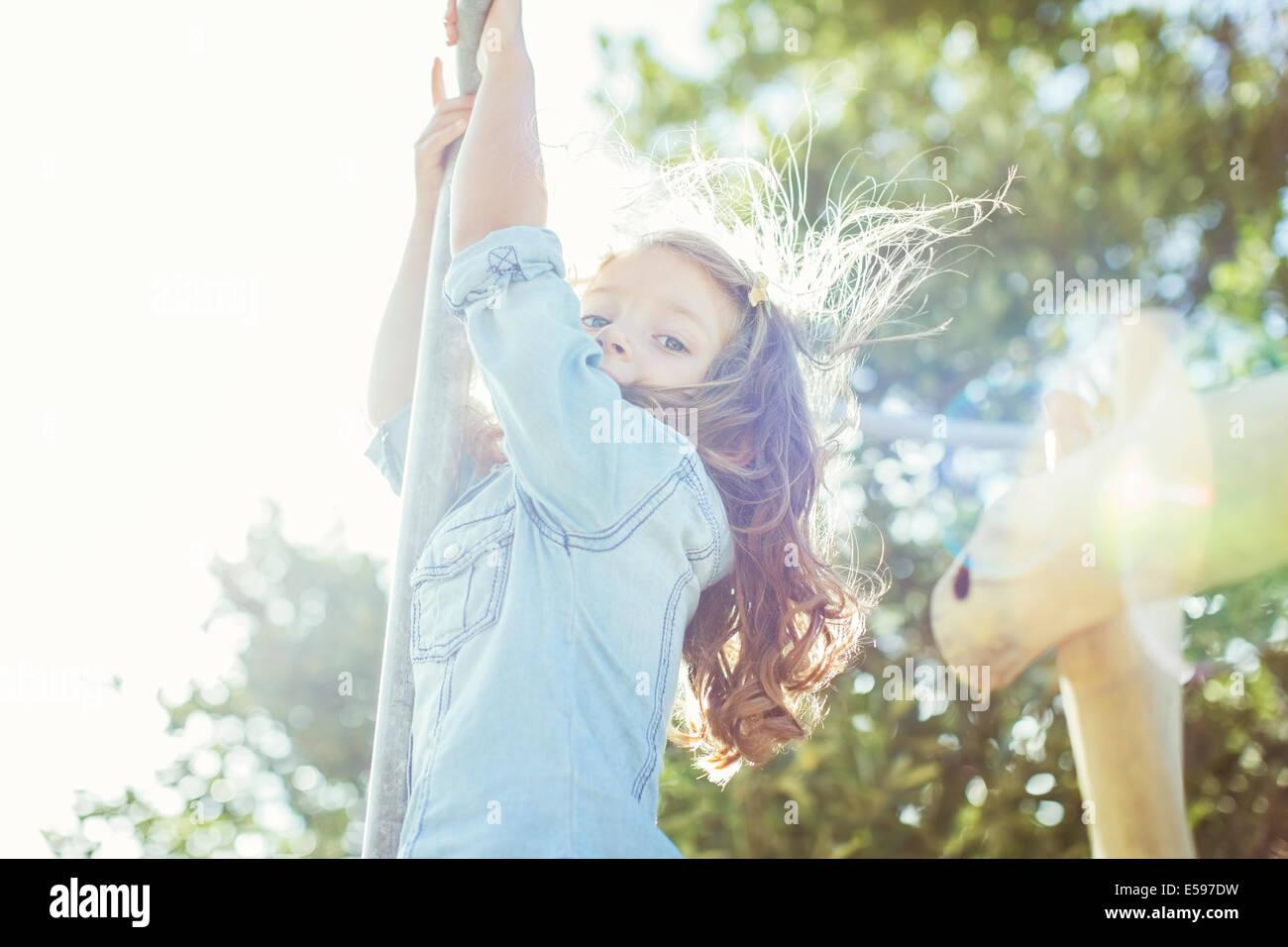 Los niños la escalada al aire libre Imagen De Stock