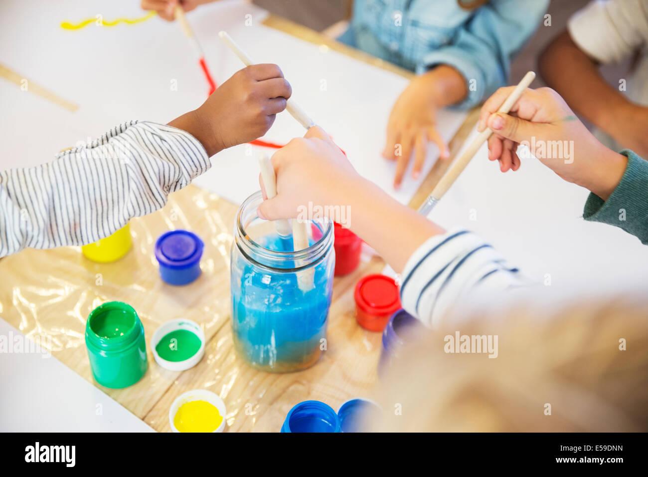 Los estudiantes en la clase de pintura Imagen De Stock