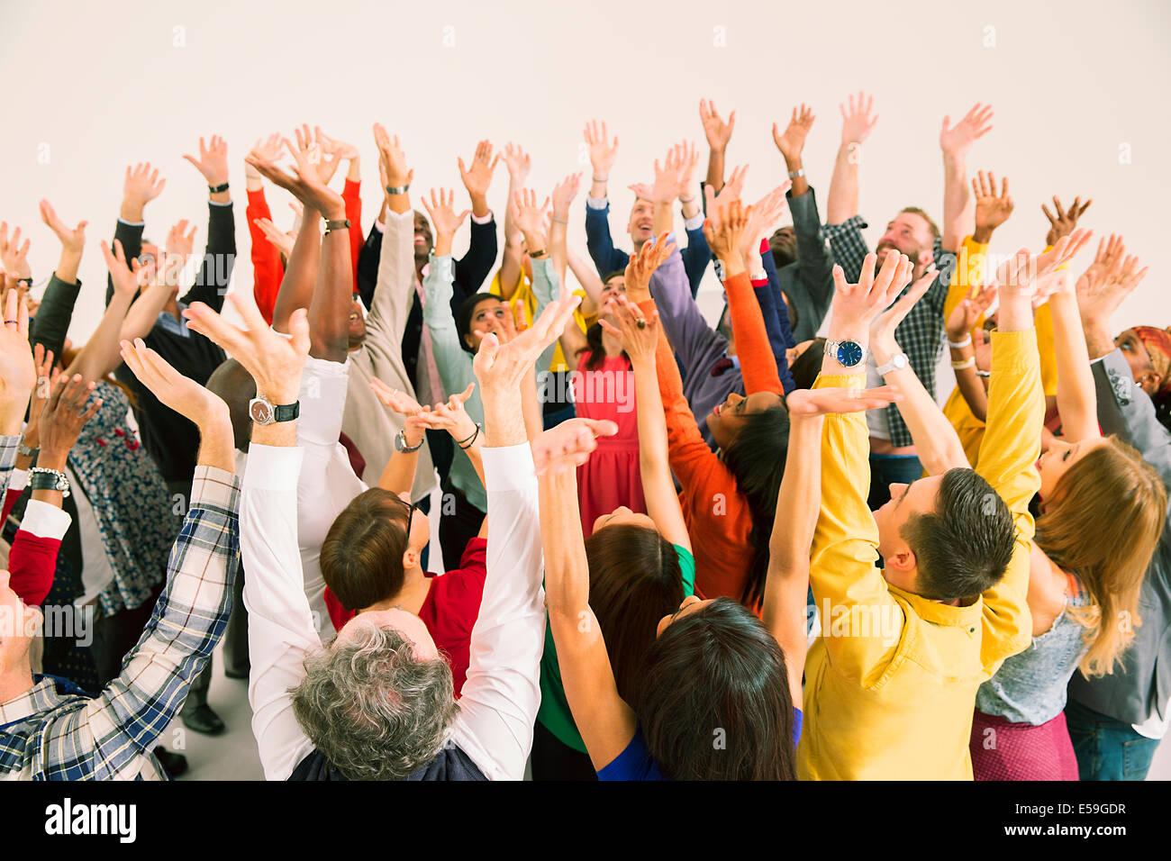Grupo diverso vítores Foto de stock