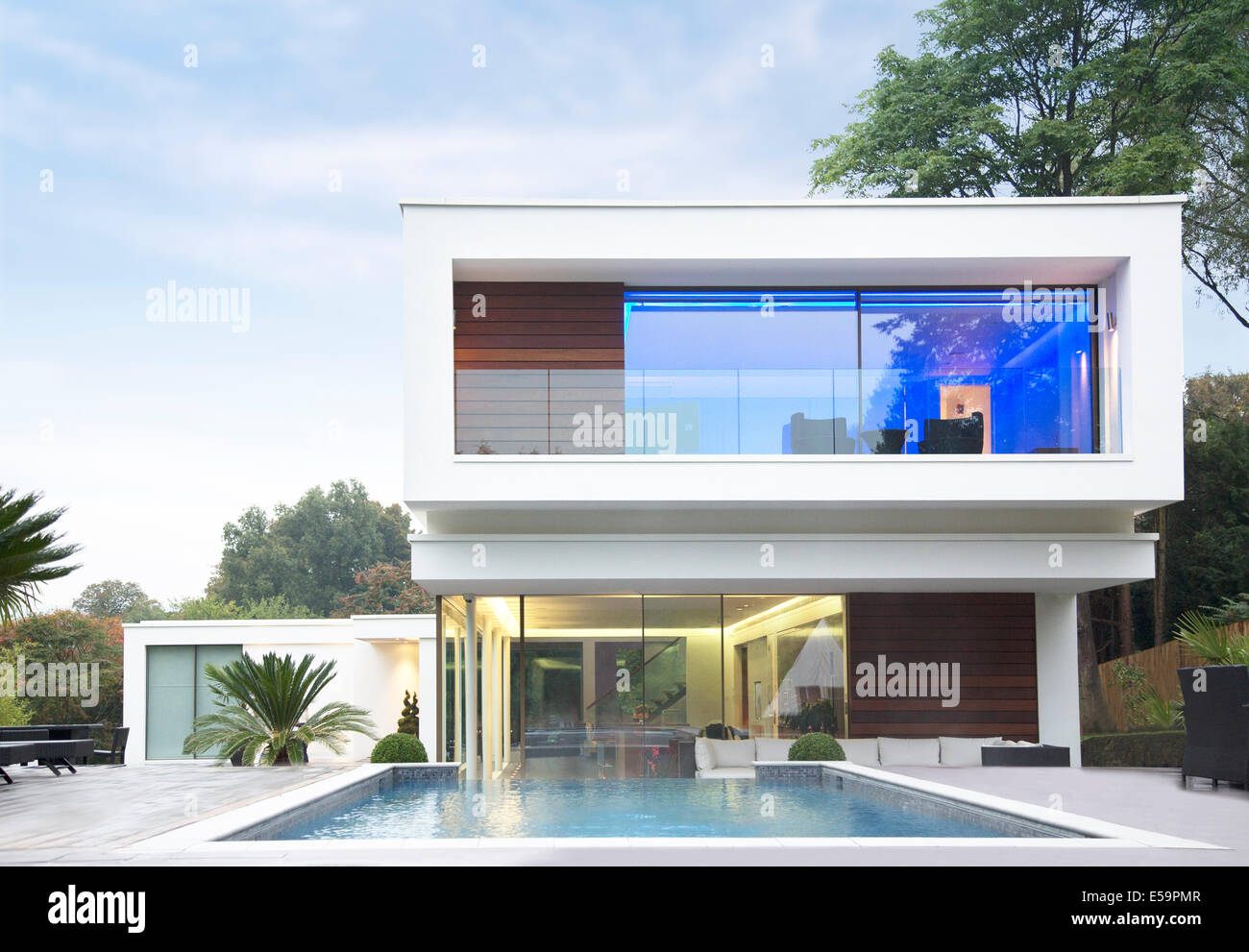 Glowing habitación de casa moderna Imagen De Stock