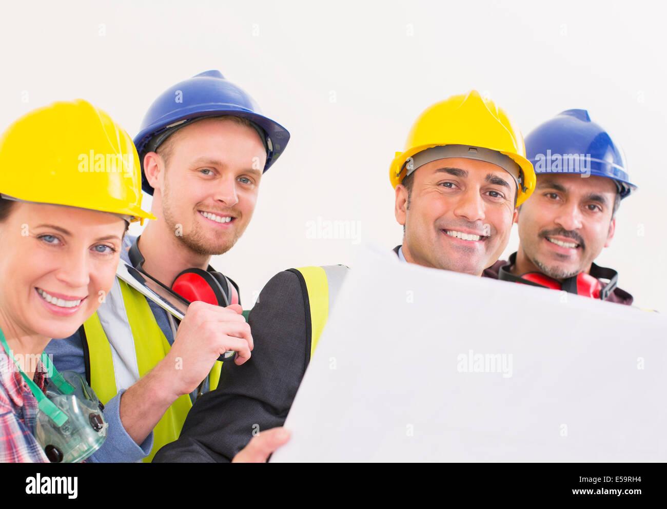 Retrato de seguros de los trabajadores de la construcción Foto de stock