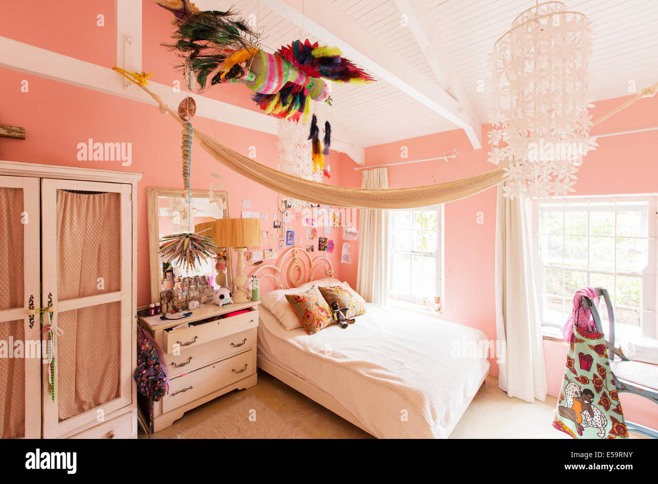 Decoraciones en dormitorio de casa rústica Imagen De Stock