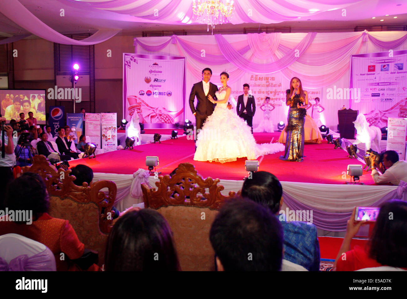 Khmer Wedding Imágenes De Stock & Khmer Wedding Fotos De Stock - Alamy