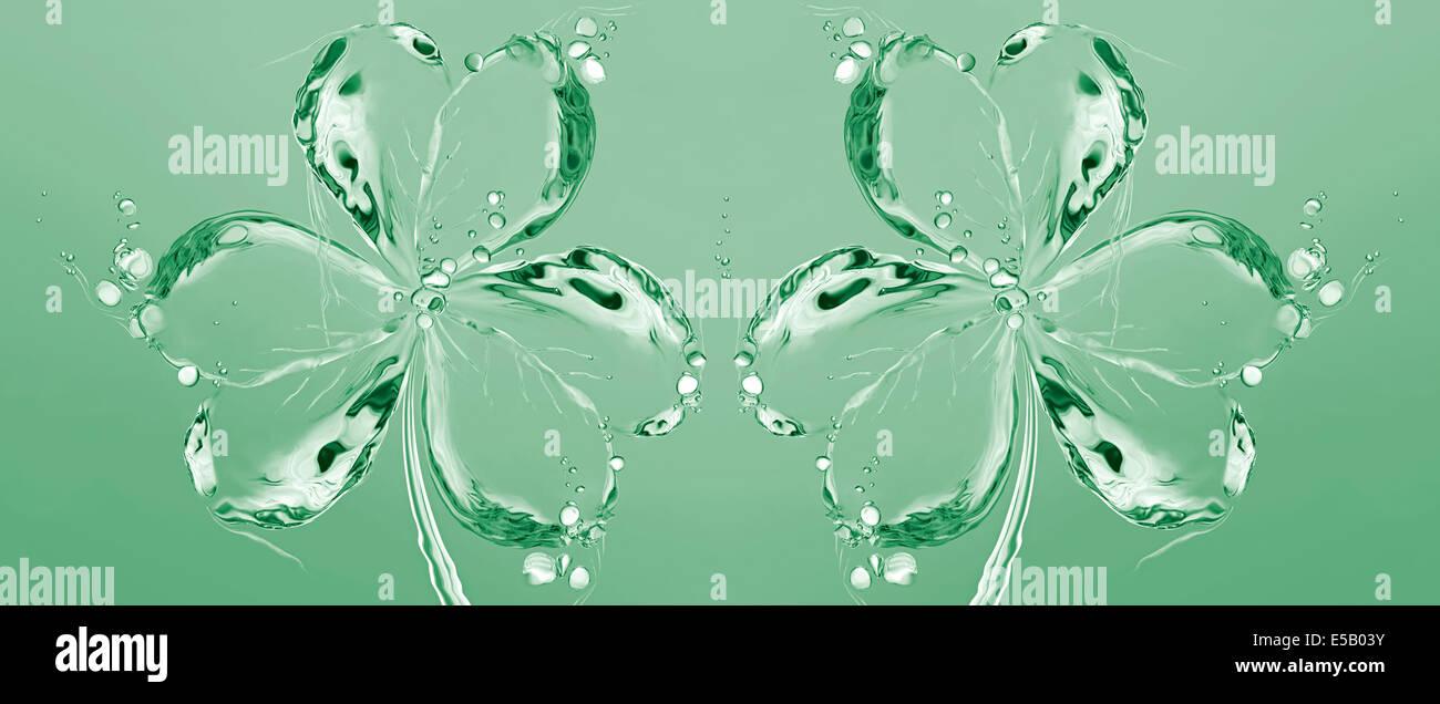 Dos verdes tréboles (3 hojas de tréboles) hecha de agua para el Día de San Patricio. Imagen De Stock