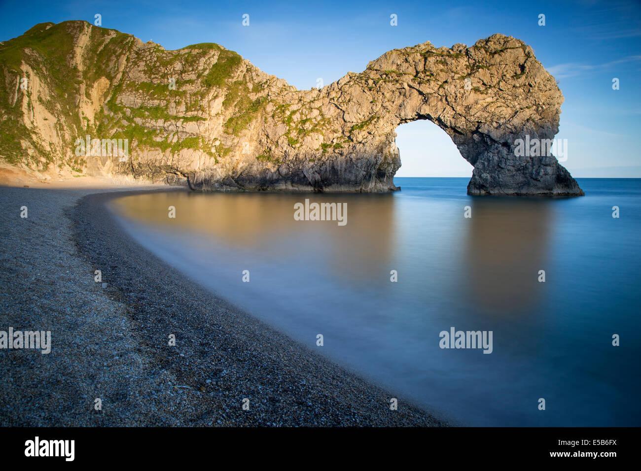 Por la noche, en la puerta de Durdle a lo largo de la Costa Jurásica, en Dorset, Inglaterra Imagen De Stock