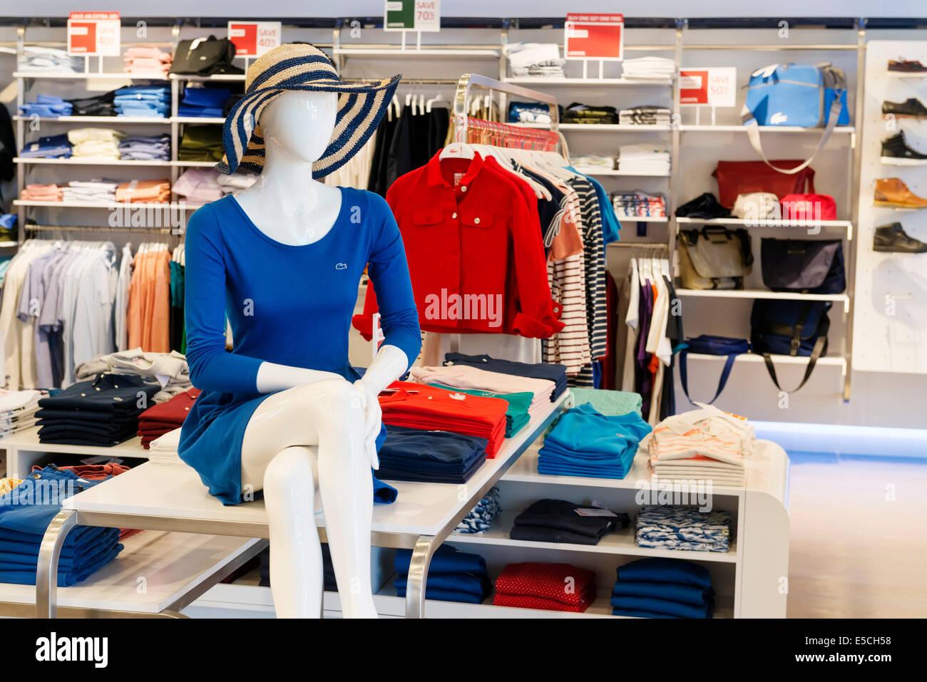 d118b15a3697a Maniqui en Lacoste moda tienda de ropa en Ontario