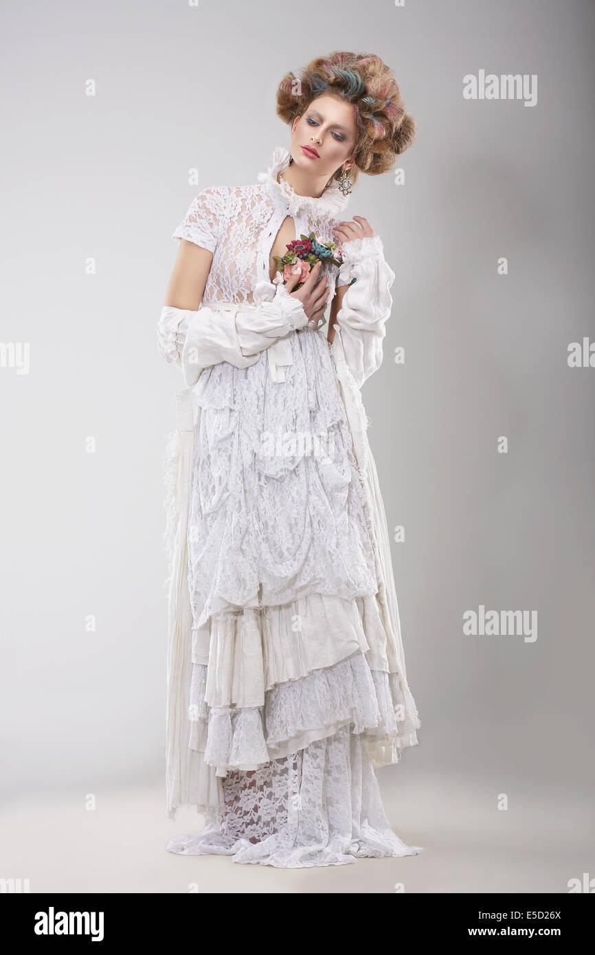 Galas. Glamorosa Dama en elegante vestido de Lacy Imagen De Stock