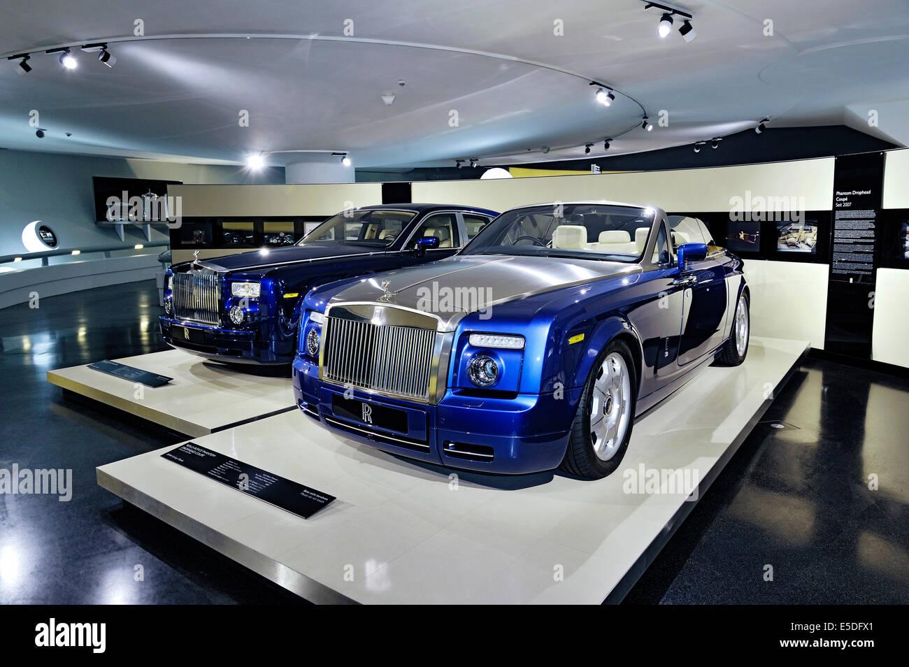 Rolls-Royce Phantom Drophead Coupe, 2007, y 2003, sedán BMW Museum, Munich, la Alta Baviera, Baviera, Alemania Imagen De Stock