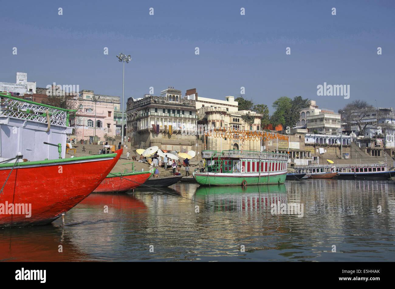 Ghats en el río Ganges, Varanasi, Benares, Uttar Pradesh, India Imagen De Stock