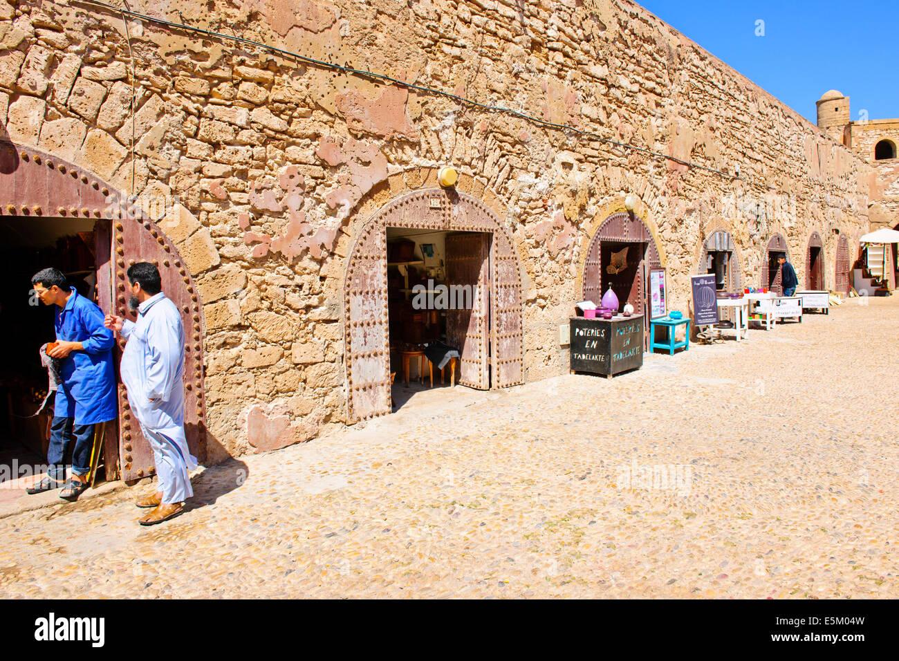 Essaouira artesanos talladores de madera tiendas hierbas for La beta de la madera