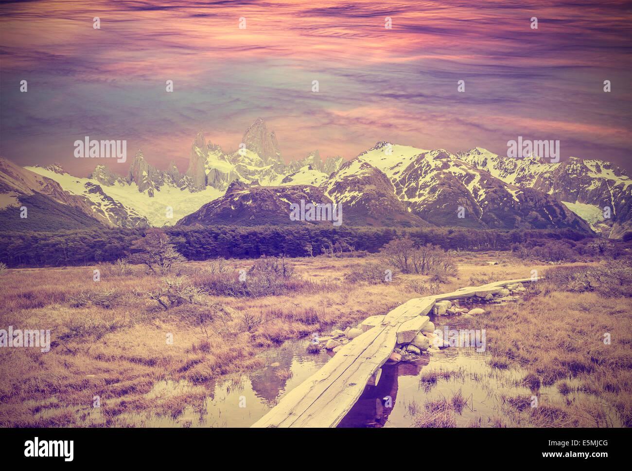 Imagen vintage de la Cordillera de Los Andes, cordillera de Fitz Roy, Argentina Foto de stock