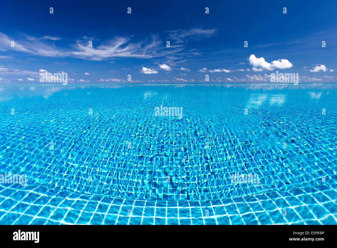 Piscina Infinity, Maldivas, Océano Índico, Asia Imagen De Stock