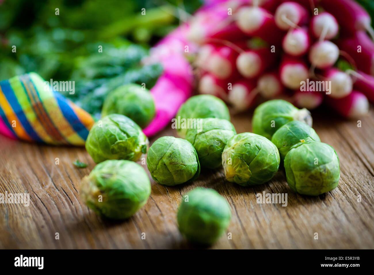 Bodegón de verduras frescas. Imagen De Stock
