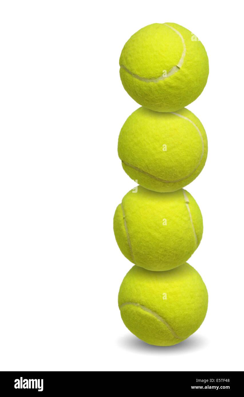 Pelotas de tenis apilados juntos sobre blanco Imagen De Stock