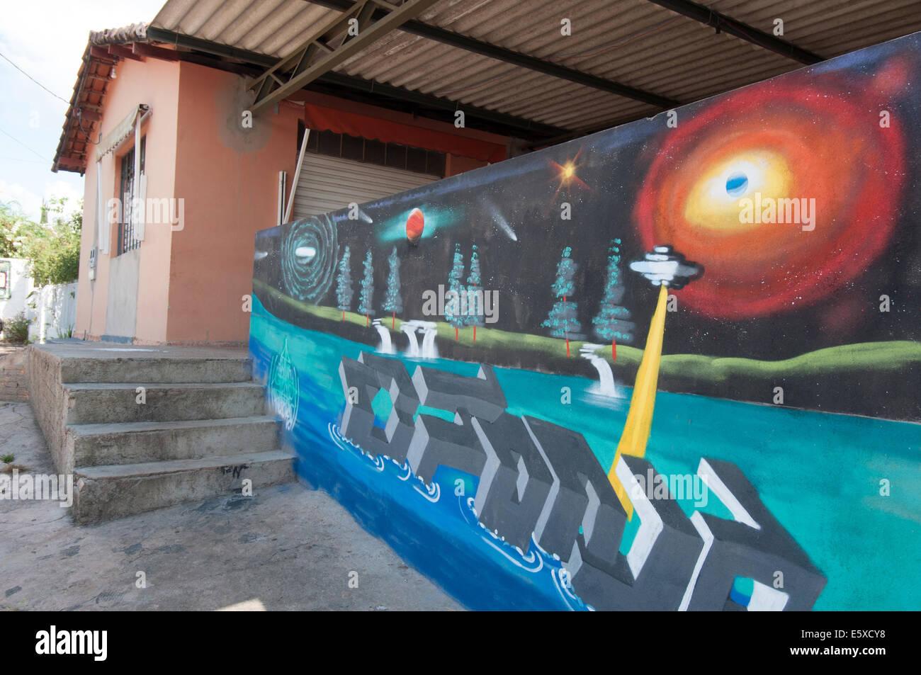 Alto Paraíso ciudad , OVNI mural Imagen De Stock