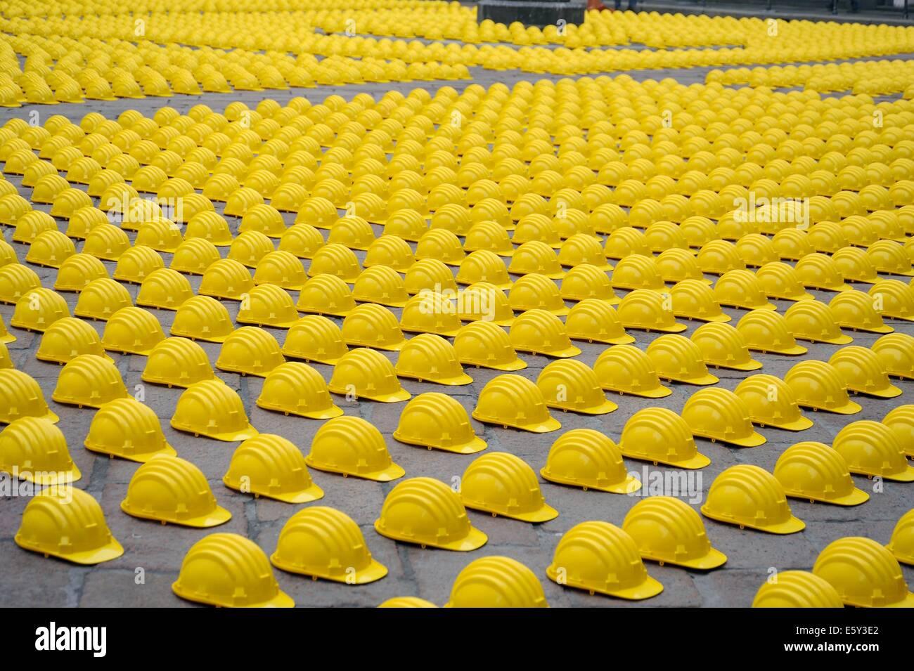 Milán, Italia, la protesta de los trabajadores de la construcción contra la crisis económica y el desempleo en frente Foto de stock