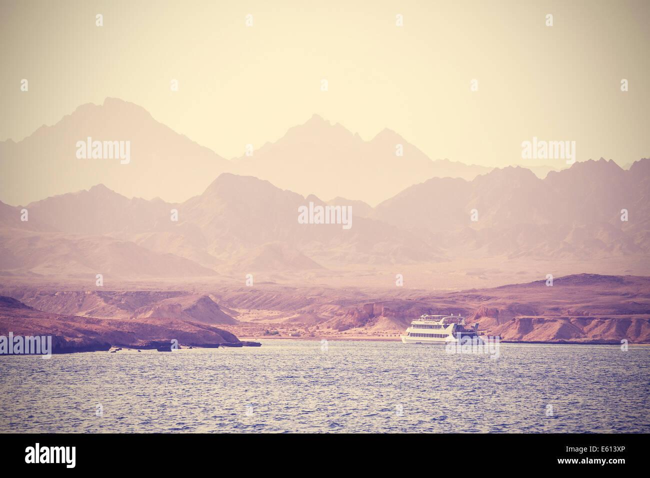 Vintage imagen de un barco en el mar en Egipto. Imagen De Stock