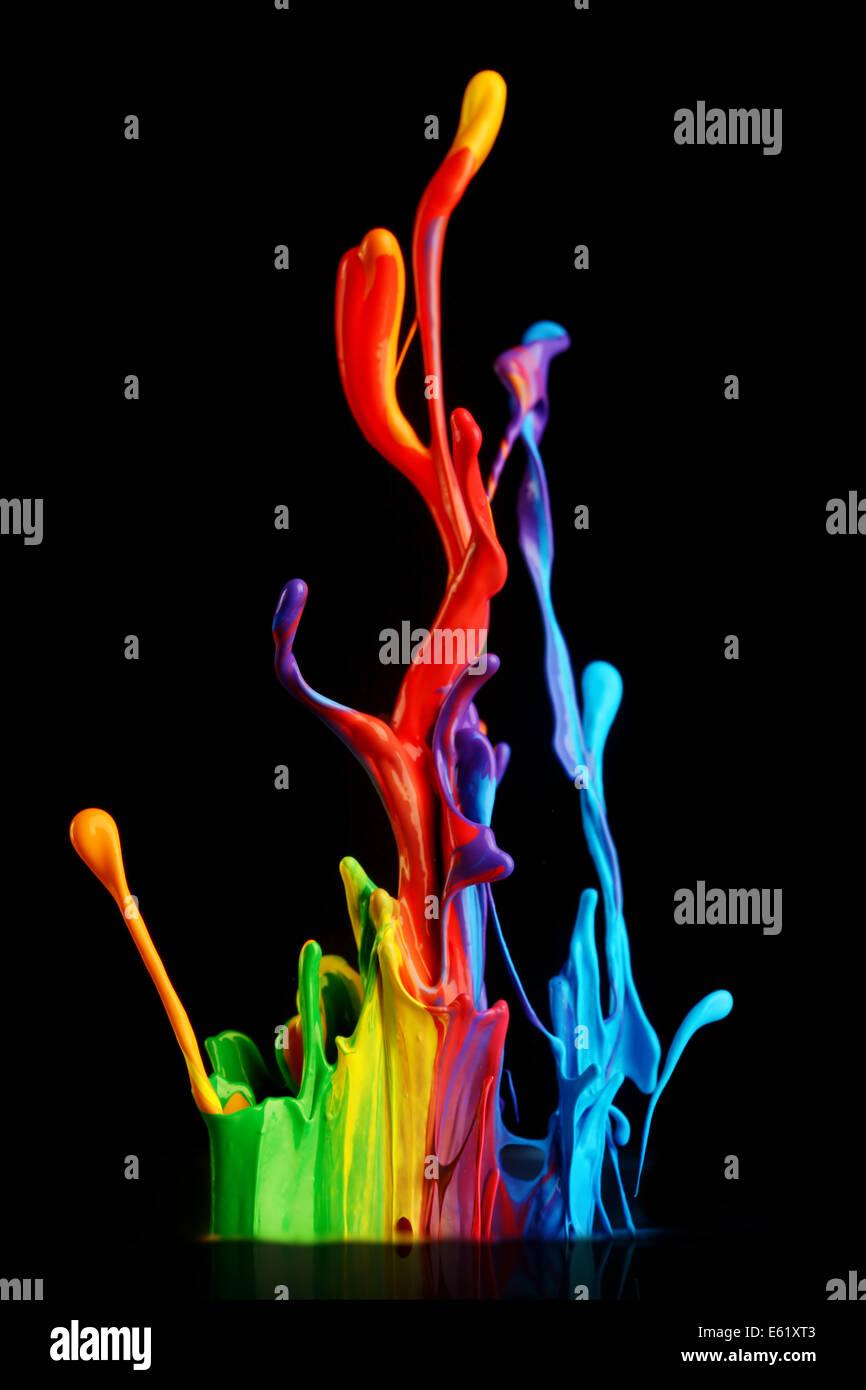 Purple paint splashing im genes de stock purple paint splashing fotos de stock alamy - Salpicaduras de pintura ...