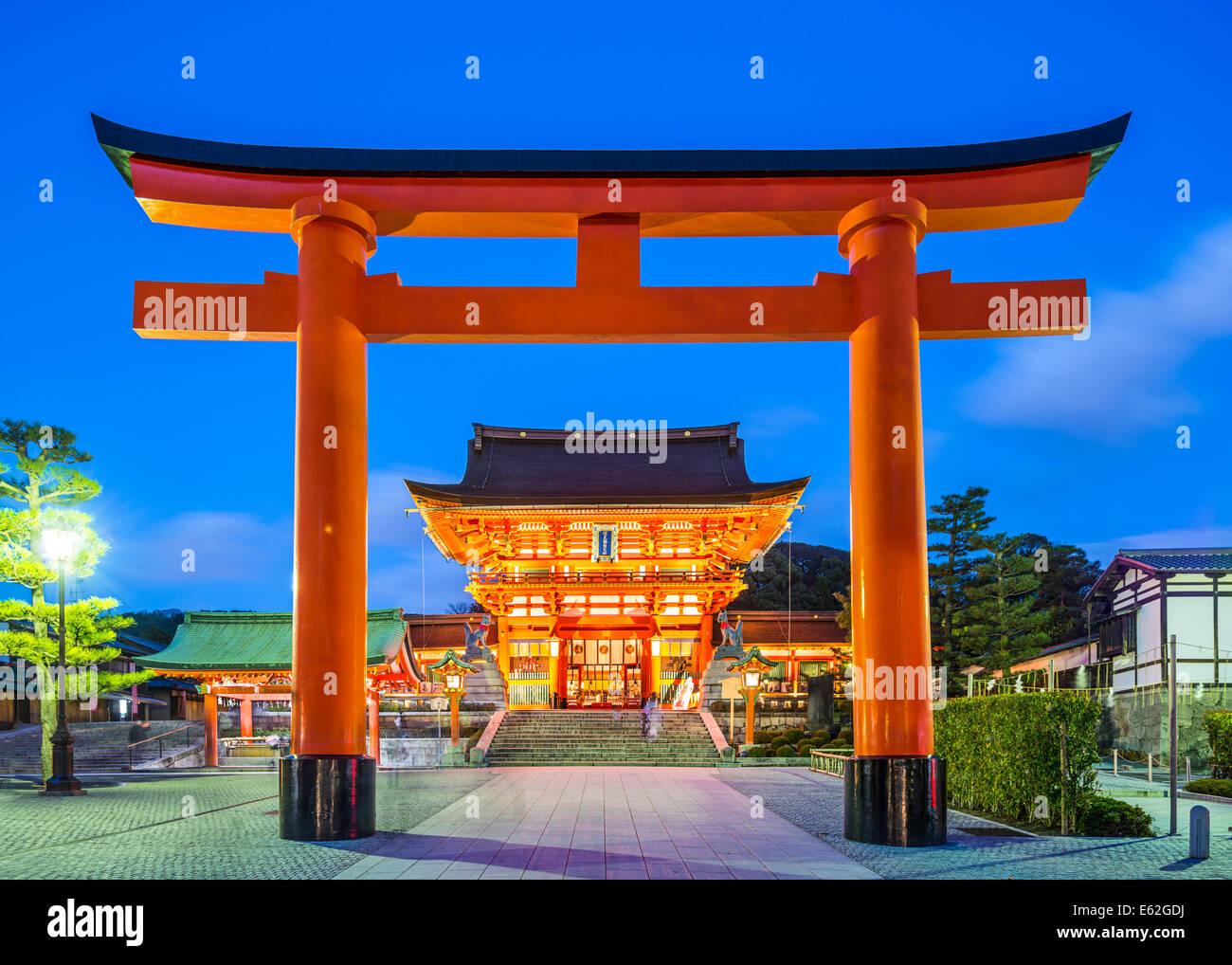 Fushimi Inari Taisha Shrine en Kyoto, Japón. Imagen De Stock