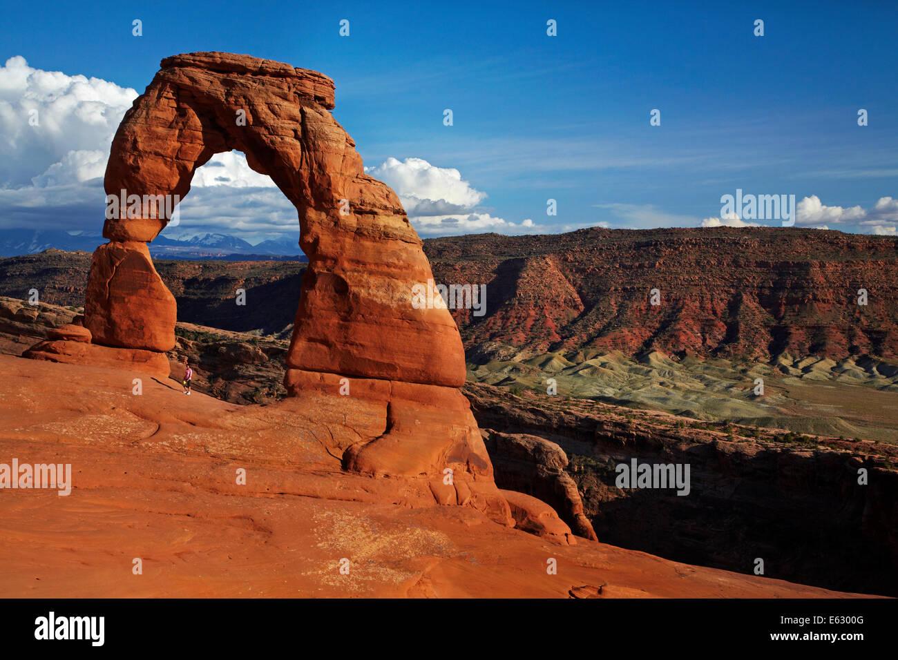 El arco delicado (65 m / 20 m de altura de atracción icónica de Utah) y turístico, el Parque Nacional de Arches, Foto de stock