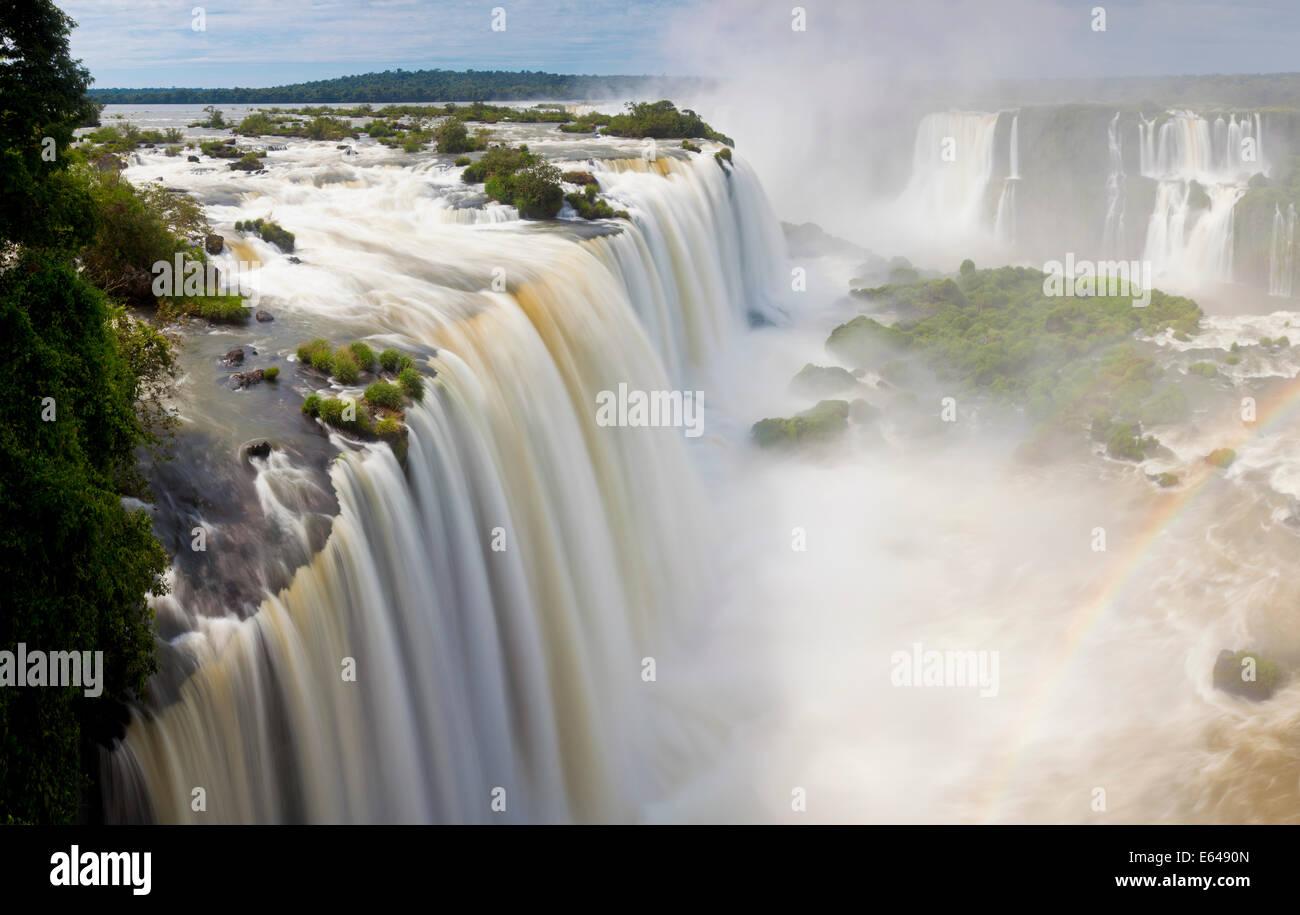Iguacu (Iguazú) cae, Cataratta Foz do Iguaçu, Paraná, el Parque Nacional Iguazú, Brasil Imagen De Stock