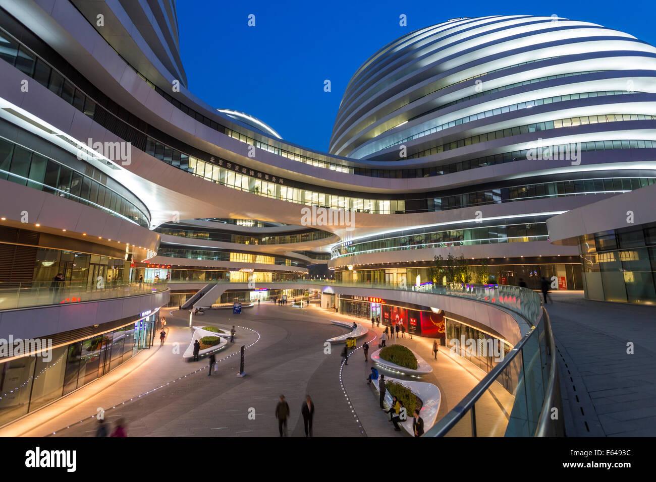 La nueva galaxia Soho edificio diseñado por el arquitecto Zaha Hadid, Beijing, China Imagen De Stock
