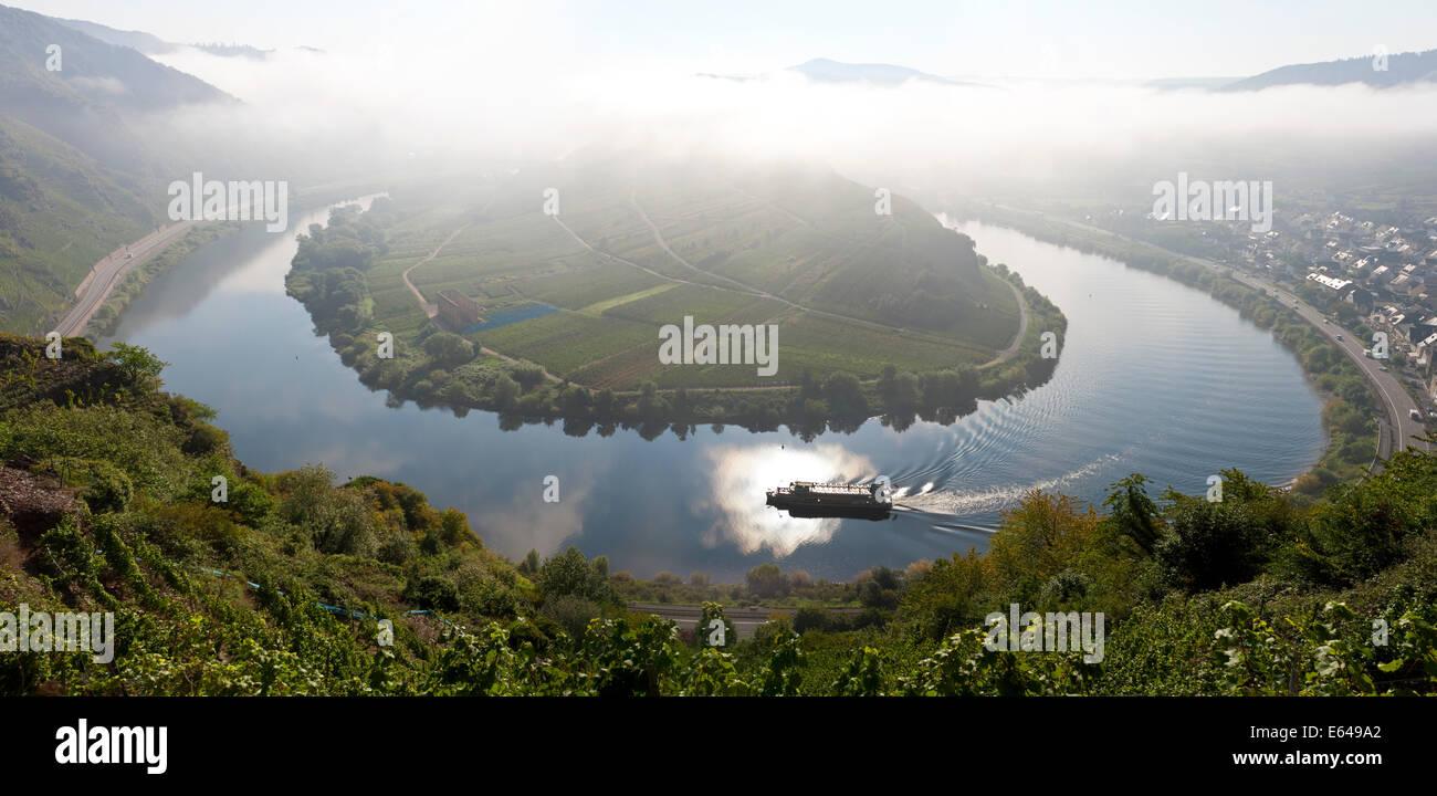 Bremm Renania-palatinado Alemania villa histórica Bremm está en una curva de herradura en el río Imagen De Stock