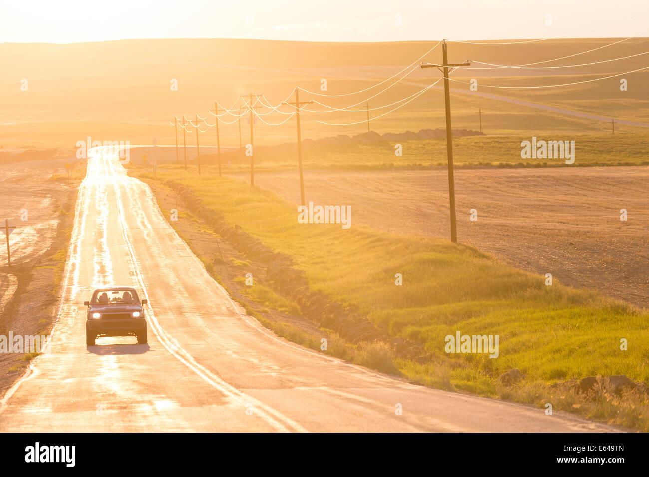 Abrir camino al atardecer, Montana, EE.UU. Foto de stock